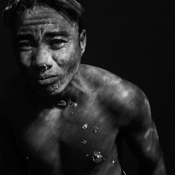 Saidy, 35 years old, started diving at the age of 16 and has been fishing sea cucumbers since 2001