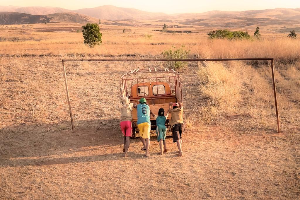 tetteroomedia tetteroo media haddadToni antananarivo tsiroanamandidy madagascar photo story peugeot404 404 #peugeot404 #404 fujifilm #fujifilm #madagascar #haddadToni